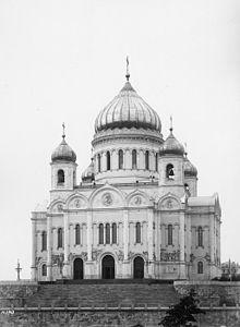 Общий вид храма Христа Спасителя в Москве 1881 г. и его интерьер в 1902 г